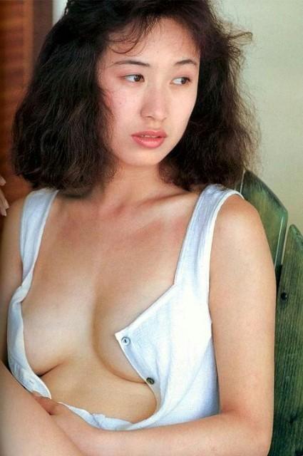 【森口博子お宝画像】ガンダム歌手として人気の歌姫が昔撮ってたセミヌード! 25