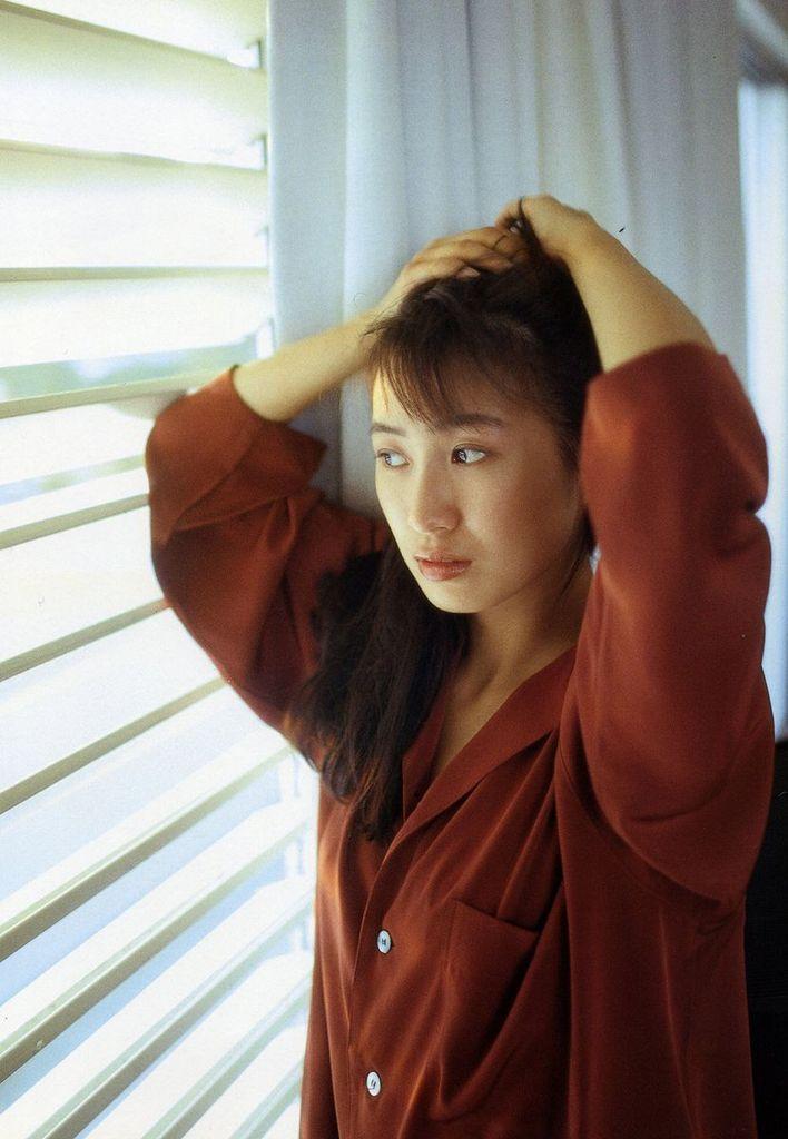 【森口博子お宝画像】ガンダム歌手として人気の歌姫が昔撮ってたセミヌード! 31