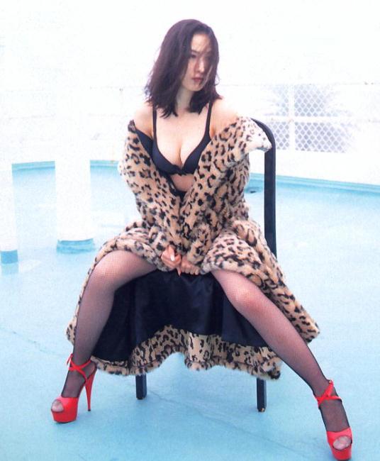 【森口博子お宝画像】ガンダム歌手として人気の歌姫が昔撮ってたセミヌード! 47