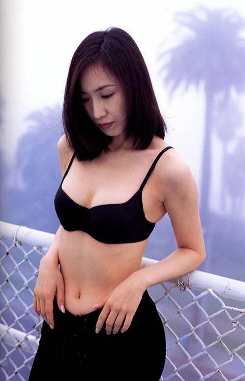 【森口博子お宝画像】ガンダム歌手として人気の歌姫が昔撮ってたセミヌード! 50