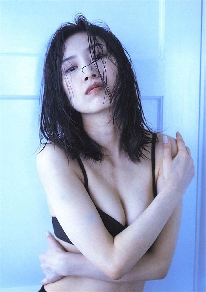 【森口博子お宝画像】ガンダム歌手として人気の歌姫が昔撮ってたセミヌード! 52