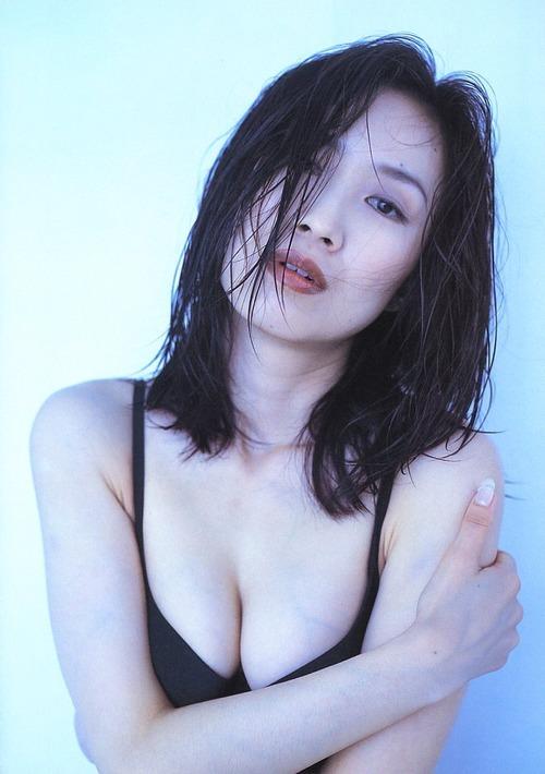 【森口博子お宝画像】ガンダム歌手として人気の歌姫が昔撮ってたセミヌード! 53