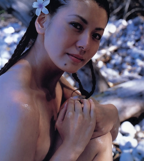 【南野陽子お宝画像】ナンノの艶めかしい濡れ場シーンと懐かしい水着姿! 18