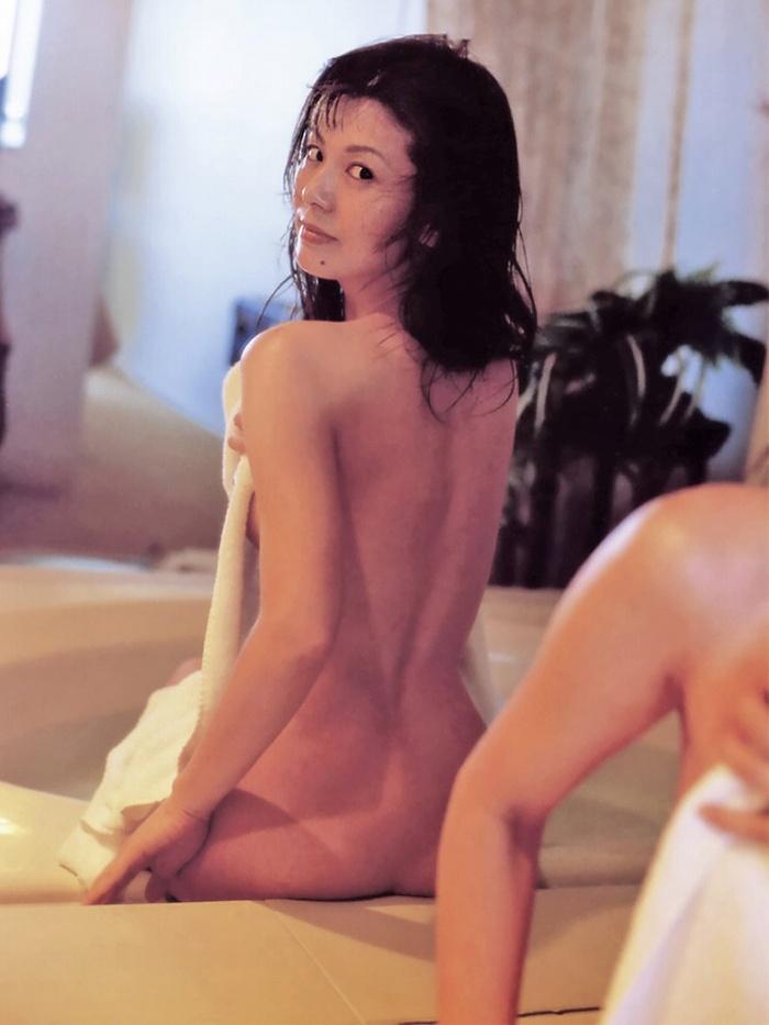 【南野陽子お宝画像】ナンノの艶めかしい濡れ場シーンと懐かしい水着姿! 24