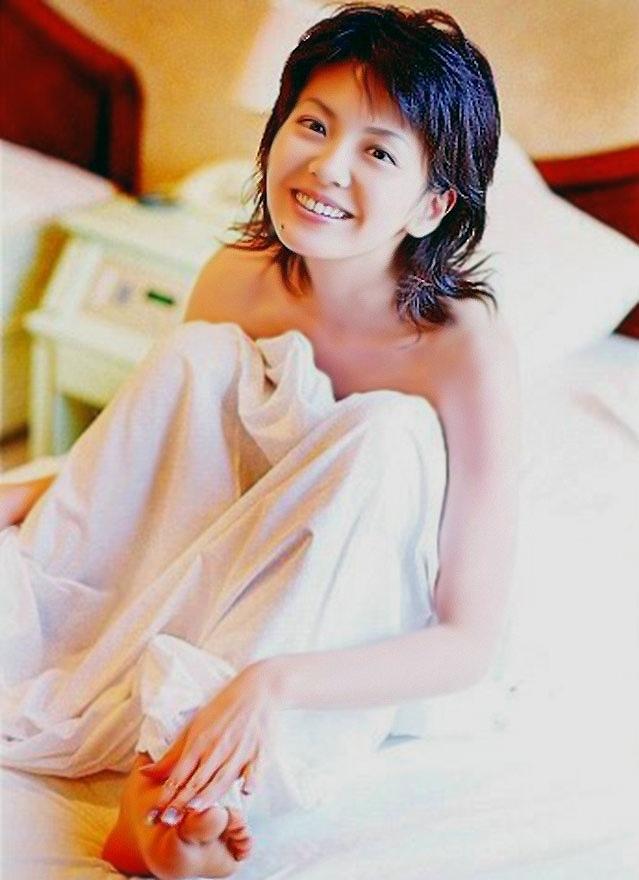 【南野陽子お宝画像】ナンノの艶めかしい濡れ場シーンと懐かしい水着姿! 28