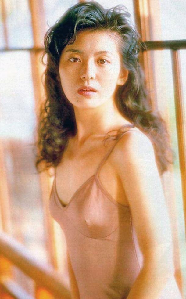 【南野陽子お宝画像】ナンノの艶めかしい濡れ場シーンと懐かしい水着姿! 38