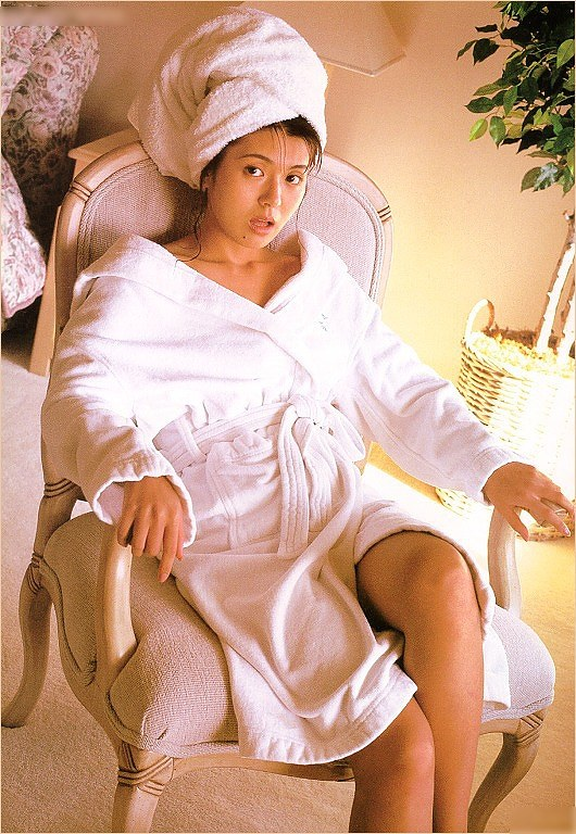 【南野陽子お宝画像】ナンノの艶めかしい濡れ場シーンと懐かしい水着姿! 44