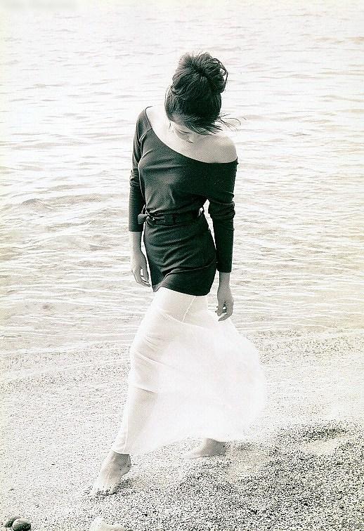 【南野陽子お宝画像】ナンノの艶めかしい濡れ場シーンと懐かしい水着姿! 50