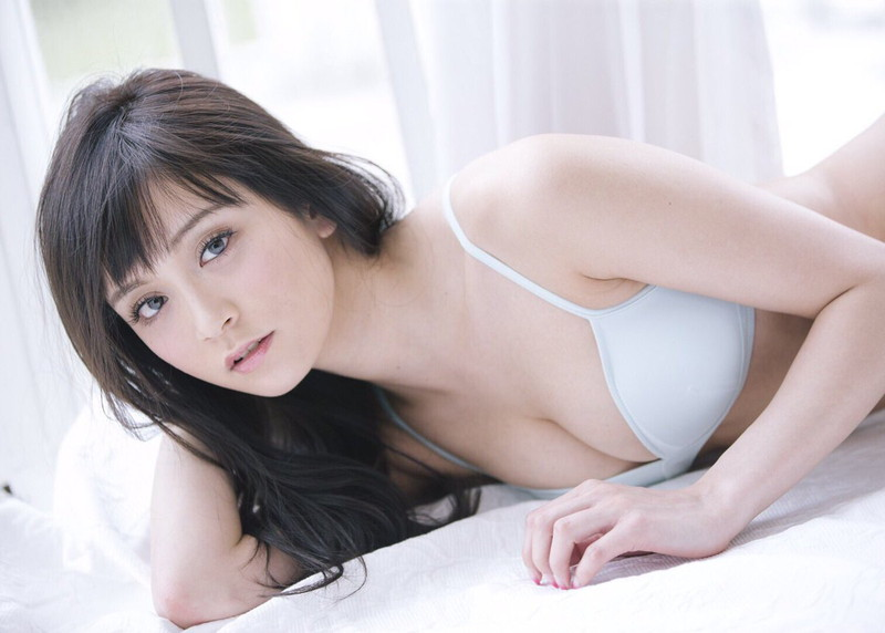 【三城千咲エロ画像】スタイル抜群な美人レースクイーンの現在が気になる!
