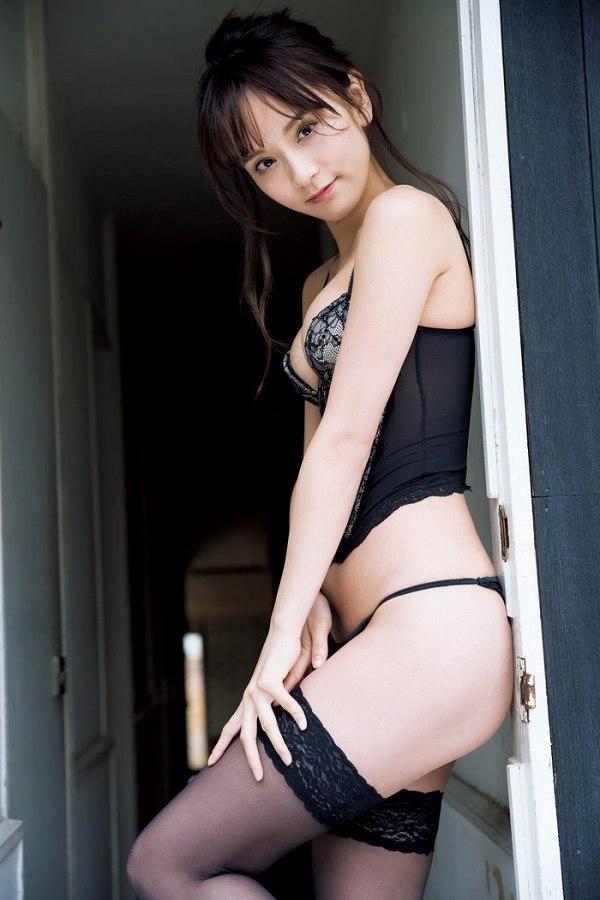 【三城千咲エロ画像】スタイル抜群な美人レースクイーンの現在が気になる! 05