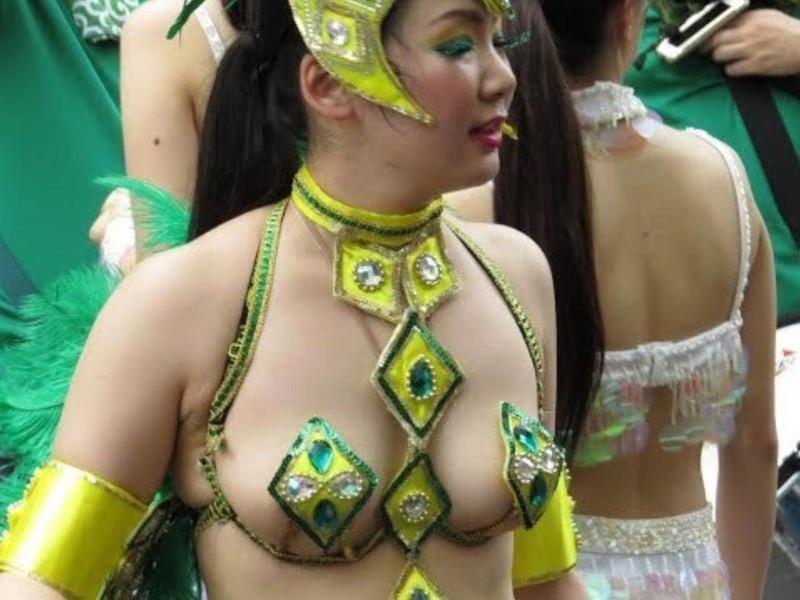 【サンバカーニバルエロ画像】見られたい欲を満たしたくて毎年現れる露出痴女wwww
