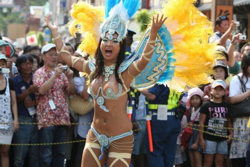 【サンバカーニバルエロ画像】見られたい欲を満たしたくて毎年現れる露出痴女wwww 06