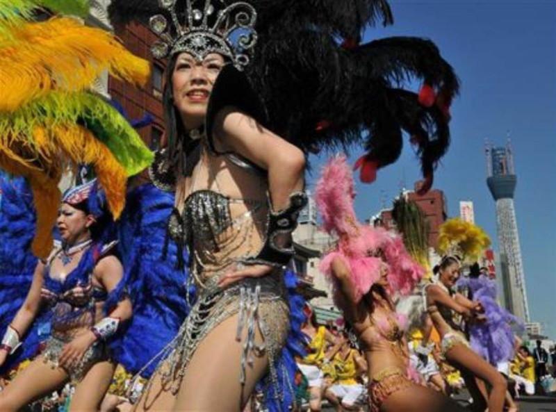 【サンバカーニバルエロ画像】見られたい欲を満たしたくて毎年現れる露出痴女wwww 18