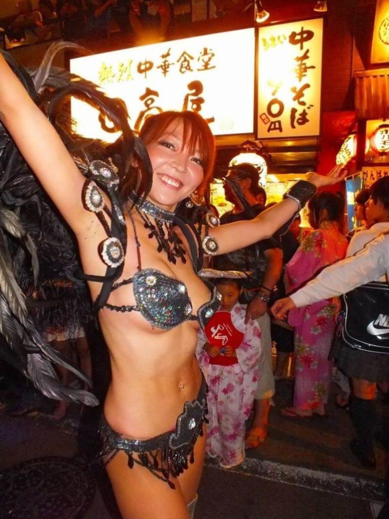【サンバカーニバルエロ画像】見られたい欲を満たしたくて毎年現れる露出痴女wwww 68
