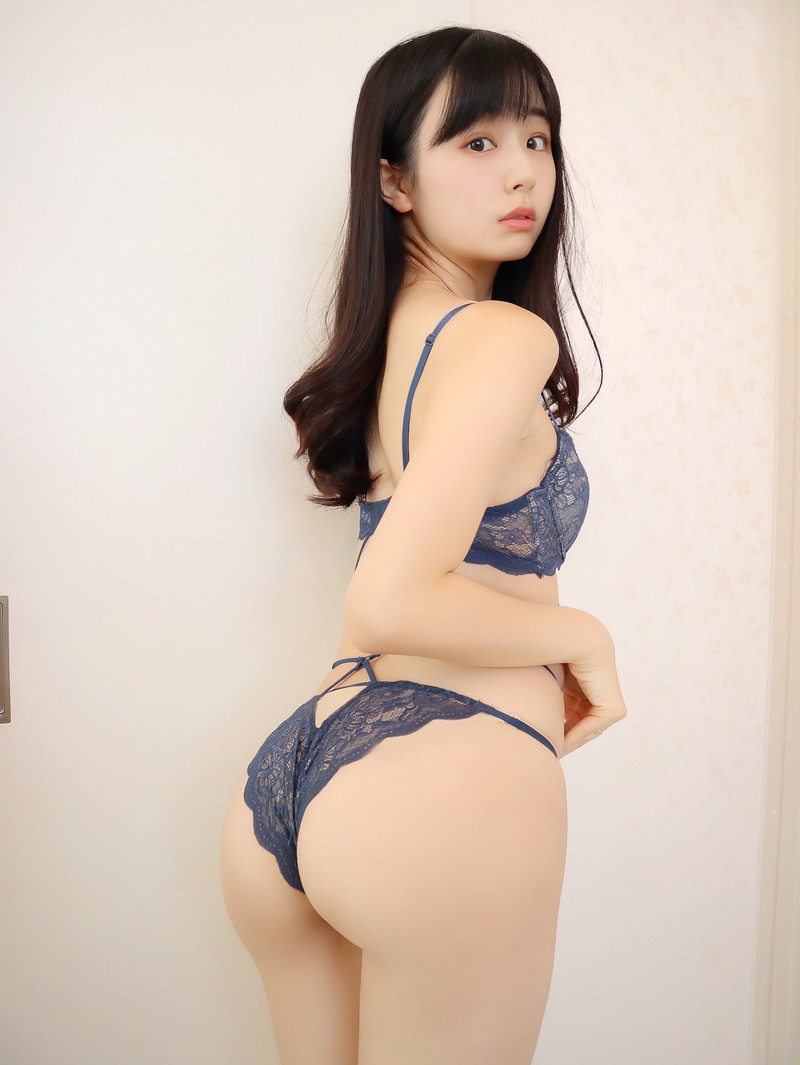 【くりえみグラビア画像】クビレたスレンダー美尻ボディが綺麗でエロい露出痴女 12