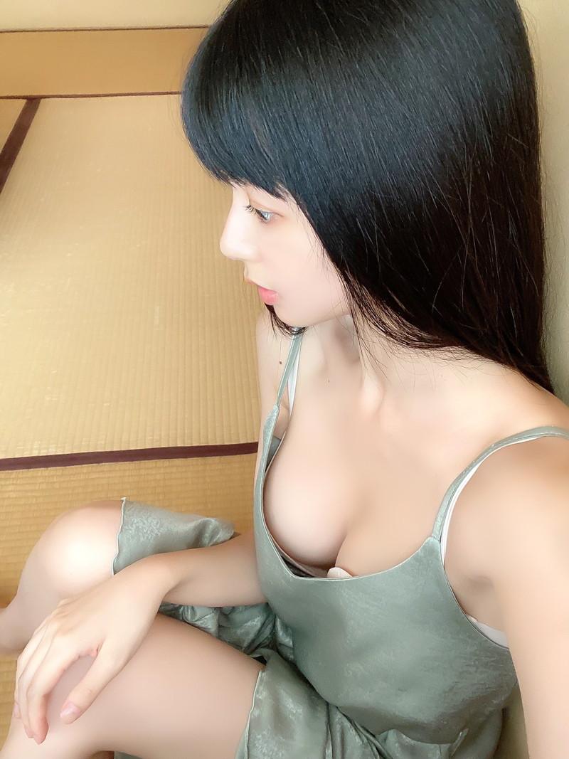 【くりえみグラビア画像】クビレたスレンダー美尻ボディが綺麗でエロい露出痴女 15