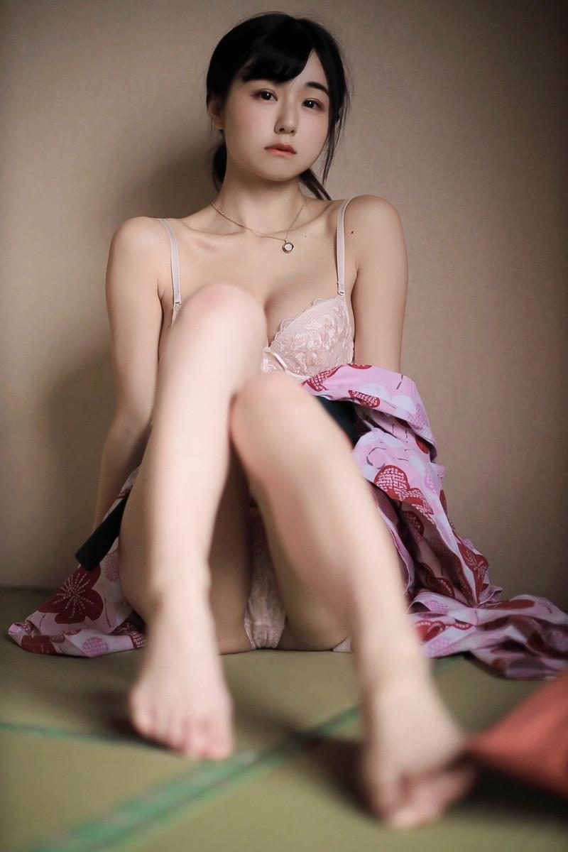 【くりえみグラビア画像】クビレたスレンダー美尻ボディが綺麗でエロい露出痴女 18