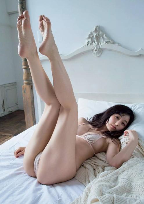 【くりえみグラビア画像】クビレたスレンダー美尻ボディが綺麗でエロい露出痴女 40