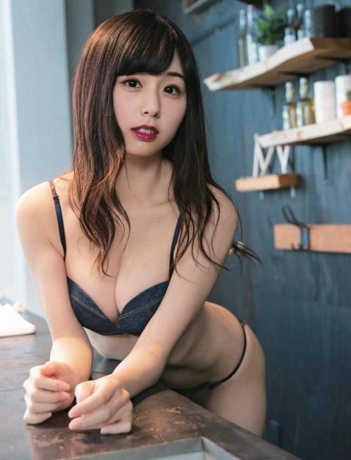 【くりえみグラビア画像】クビレたスレンダー美尻ボディが綺麗でエロい露出痴女 55