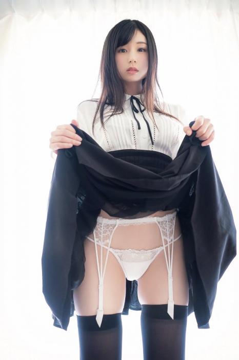 【くりえみグラビア画像】クビレたスレンダー美尻ボディが綺麗でエロい露出痴女 65