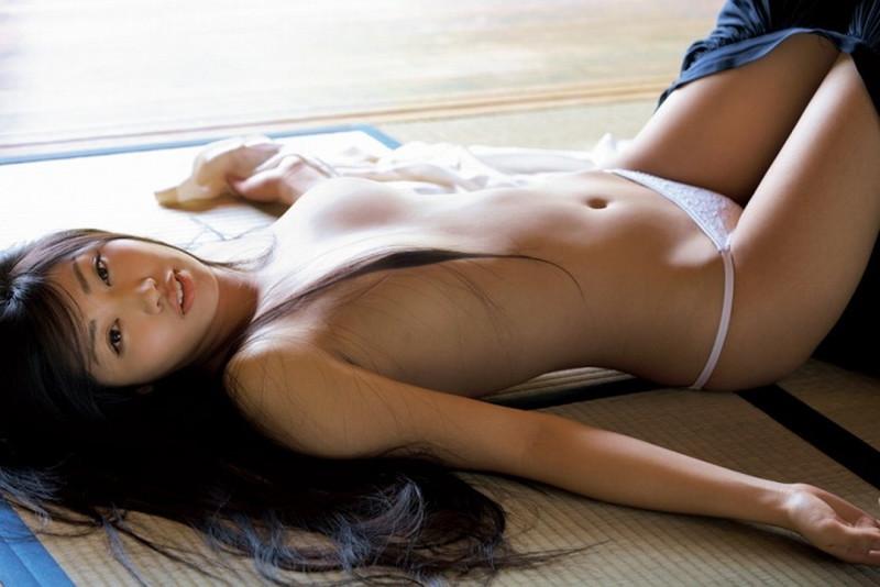 【あべみほグラビア画像】30歳を越えて妖艶な魅力に磨きがかかった歩くフェロモン熟女