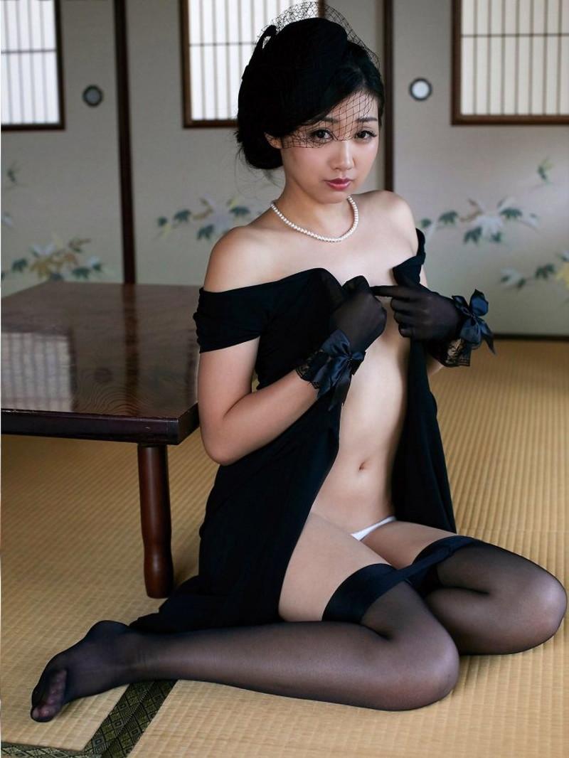 【あべみほグラビア画像】30歳を越えて妖艶な魅力に磨きがかかった歩くフェロモン熟女 13