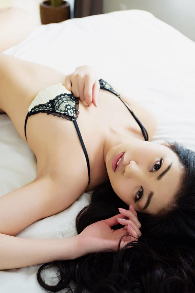 【あべみほグラビア画像】30歳を越えて妖艶な魅力に磨きがかかった歩くフェロモン熟女 40
