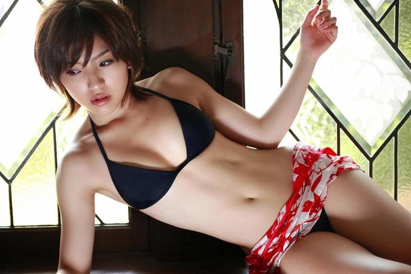 【松井絵里奈グラビア画像】真っ赤な紐ビキニが似合っててエロいスレンダーギャル 08