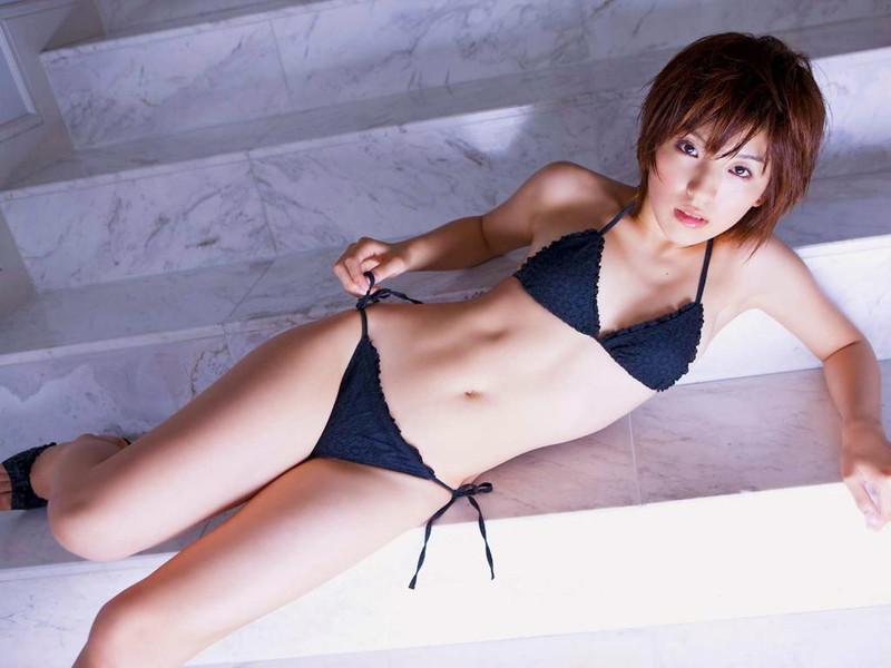 【松井絵里奈グラビア画像】真っ赤な紐ビキニが似合っててエロいスレンダーギャル 14
