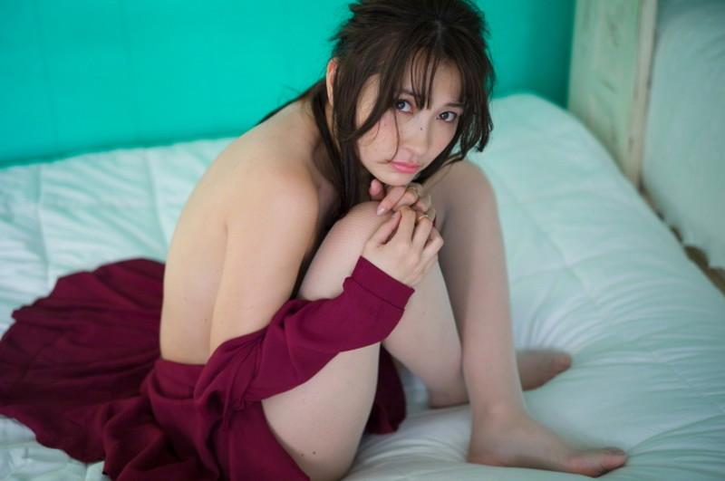 【山崎真実グラビア画像】お尻が自慢の美熟女グラビアアイドルはクビレもエロい! 05
