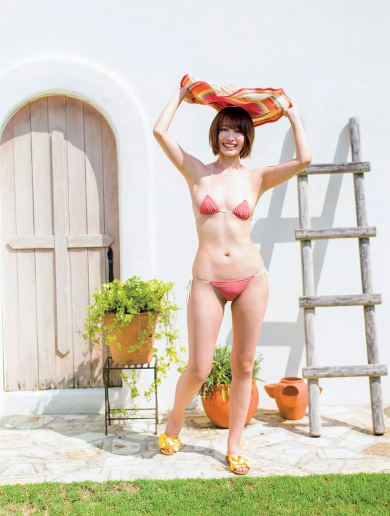 【山崎真実グラビア画像】お尻が自慢の美熟女グラビアアイドルはクビレもエロい! 15