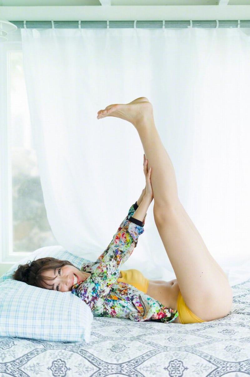 【山崎真実グラビア画像】お尻が自慢の美熟女グラビアアイドルはクビレもエロい! 28