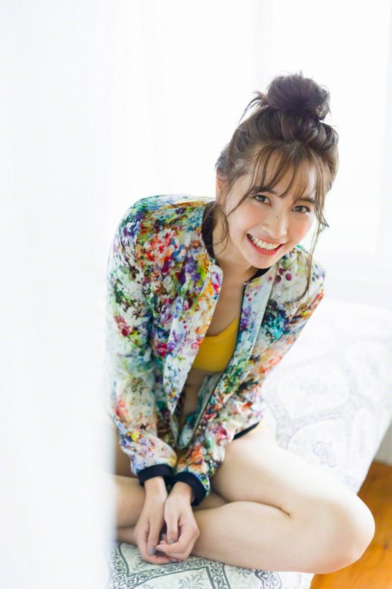 【山崎真実グラビア画像】お尻が自慢の美熟女グラビアアイドルはクビレもエロい! 31