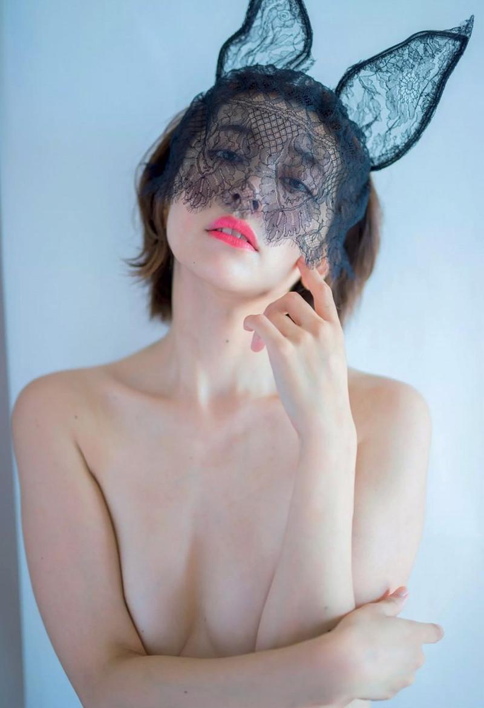 【山崎真実グラビア画像】お尻が自慢の美熟女グラビアアイドルはクビレもエロい! 83
