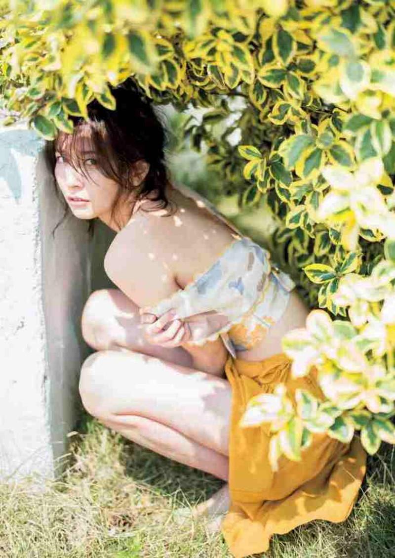 【山崎真実グラビア画像】お尻が自慢の美熟女グラビアアイドルはクビレもエロい! 90
