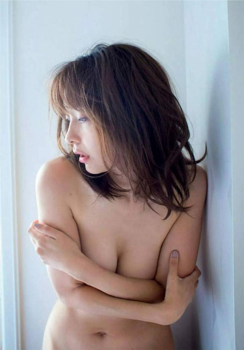 【山崎真実グラビア画像】お尻が自慢の美熟女グラビアアイドルはクビレもエロい! 97