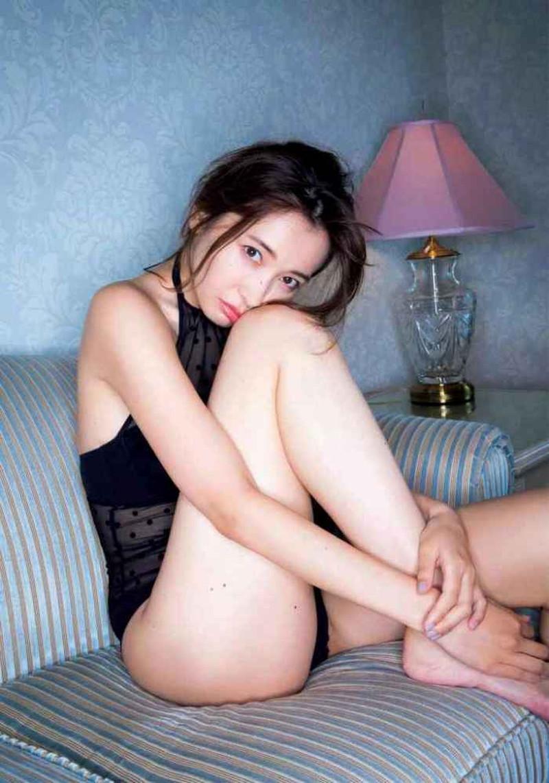 【山崎真実グラビア画像】お尻が自慢の美熟女グラビアアイドルはクビレもエロい! 98