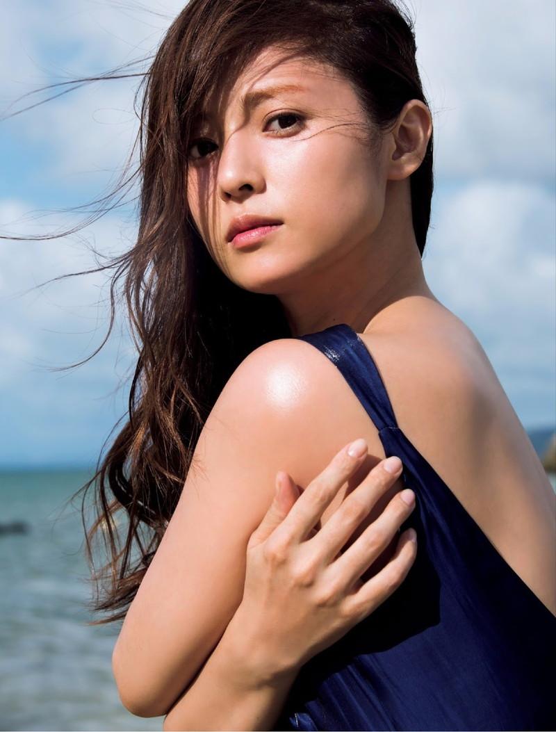 【深田恭子お宝画像】アラフォー近いのに熟女と言いにくい美貌を持ってるよねw 17