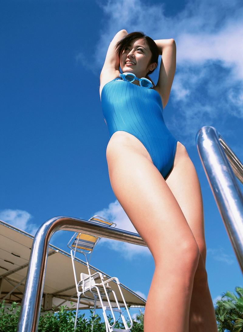 【松山まみグラビア画像】水着を引っ張って食い込ませたくなるハイレグがエロい! 46