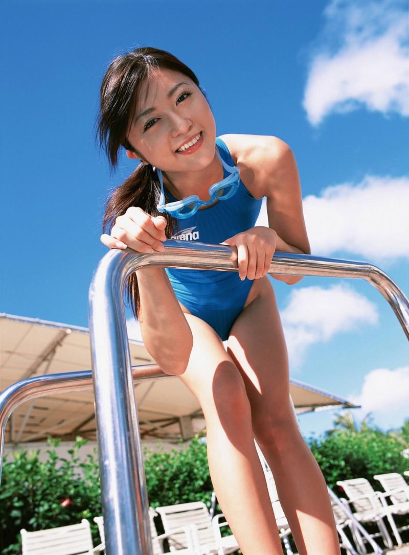 【松山まみグラビア画像】水着を引っ張って食い込ませたくなるハイレグがエロい! 47