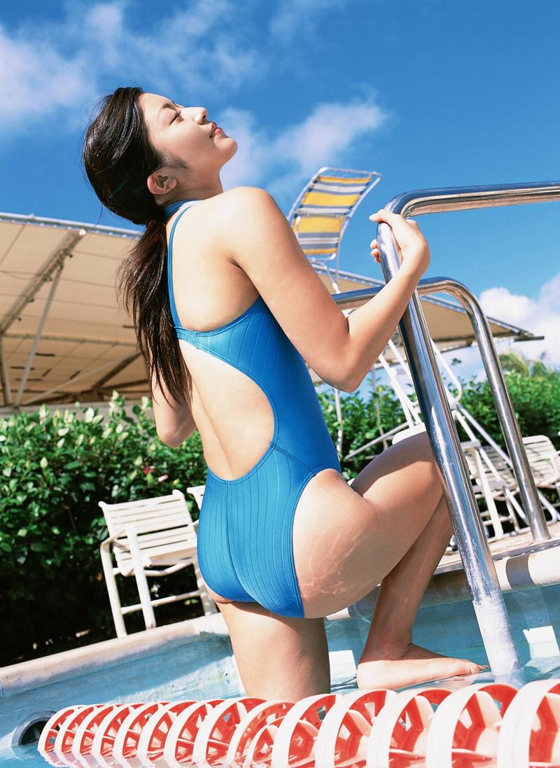 【松山まみグラビア画像】水着を引っ張って食い込ませたくなるハイレグがエロい! 48