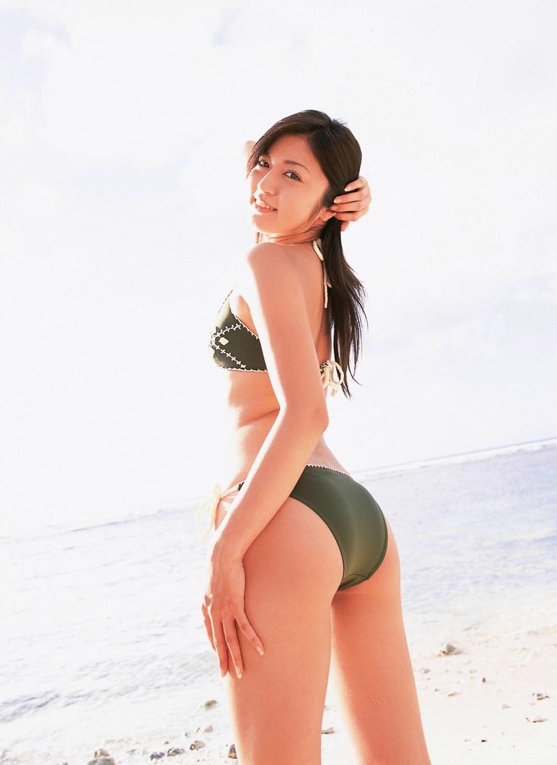 【松山まみグラビア画像】水着を引っ張って食い込ませたくなるハイレグがエロい! 56