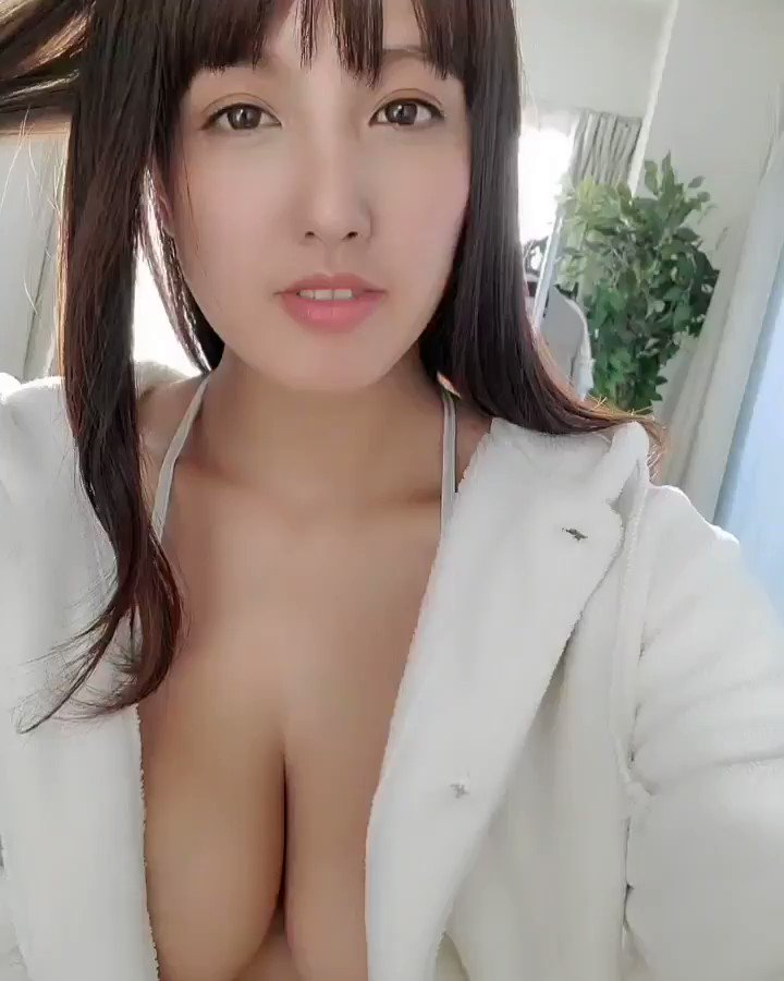【日里麻美エロ画像】毎朝Gカップ巨乳を見せつける動画を撮ってる痴女グラドル 13