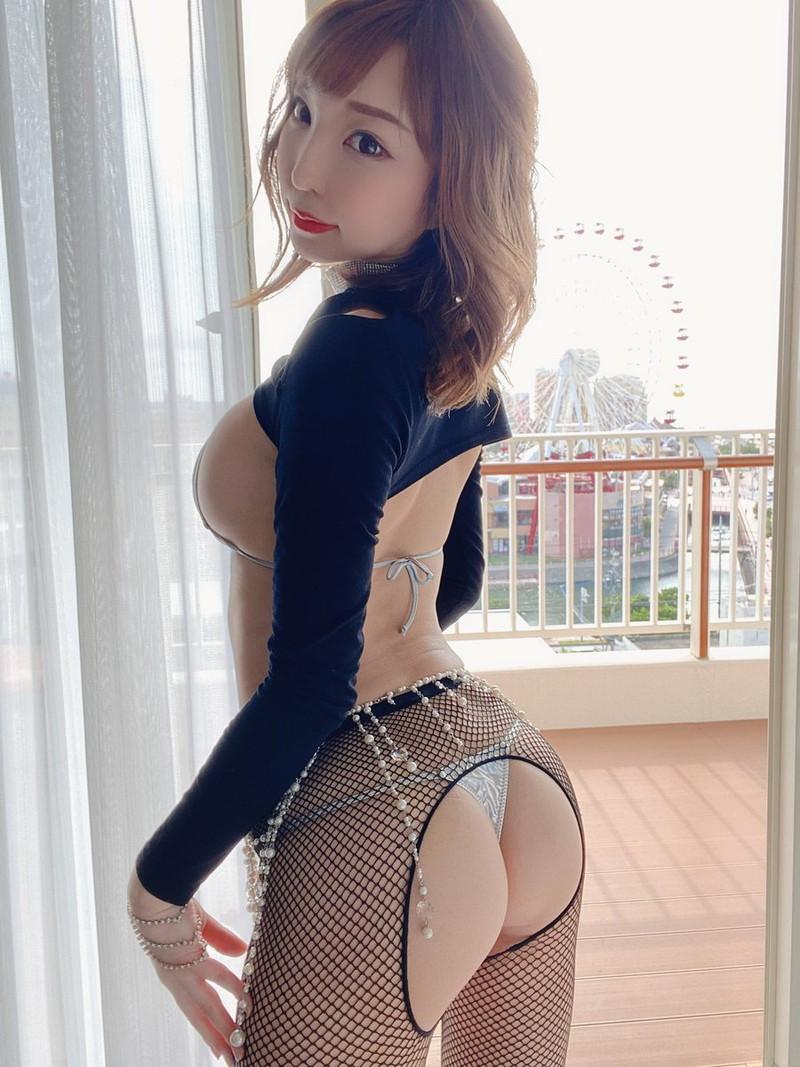【まいてぃグラビア画像】綺麗でエロい巨尻をSNSで見せびらかしてる変態娘w 47
