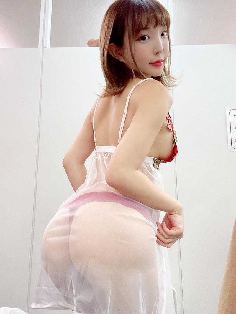 【まいてぃグラビア画像】綺麗でエロい巨尻をSNSで見せびらかしてる変態娘w 61