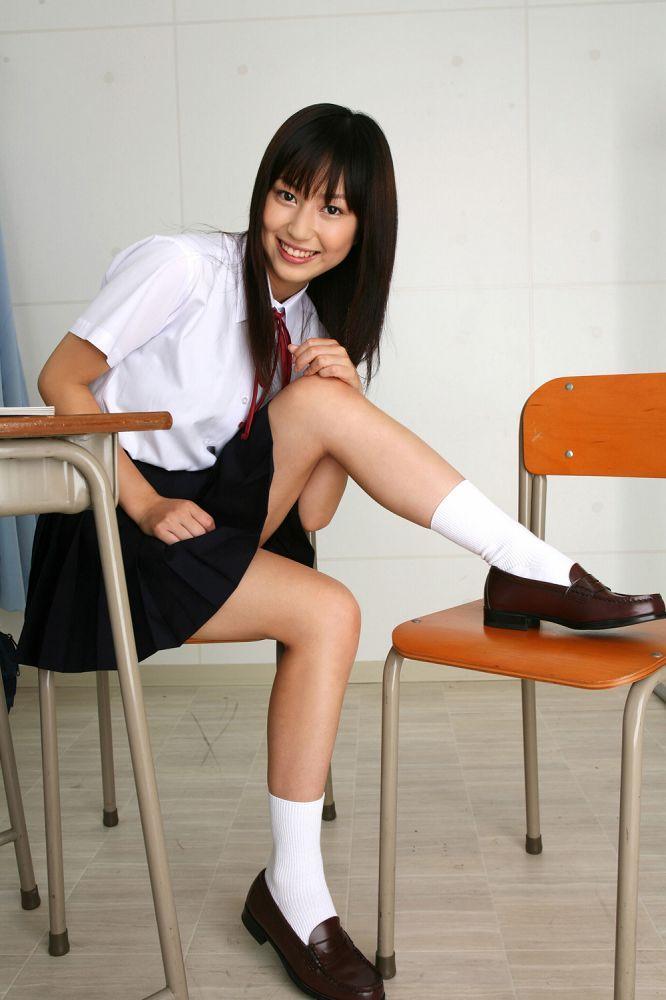 【南結衣グラビア画像】ちょっとエッチなクラスメイトを見てる様な制服姿が萌えるわw 04