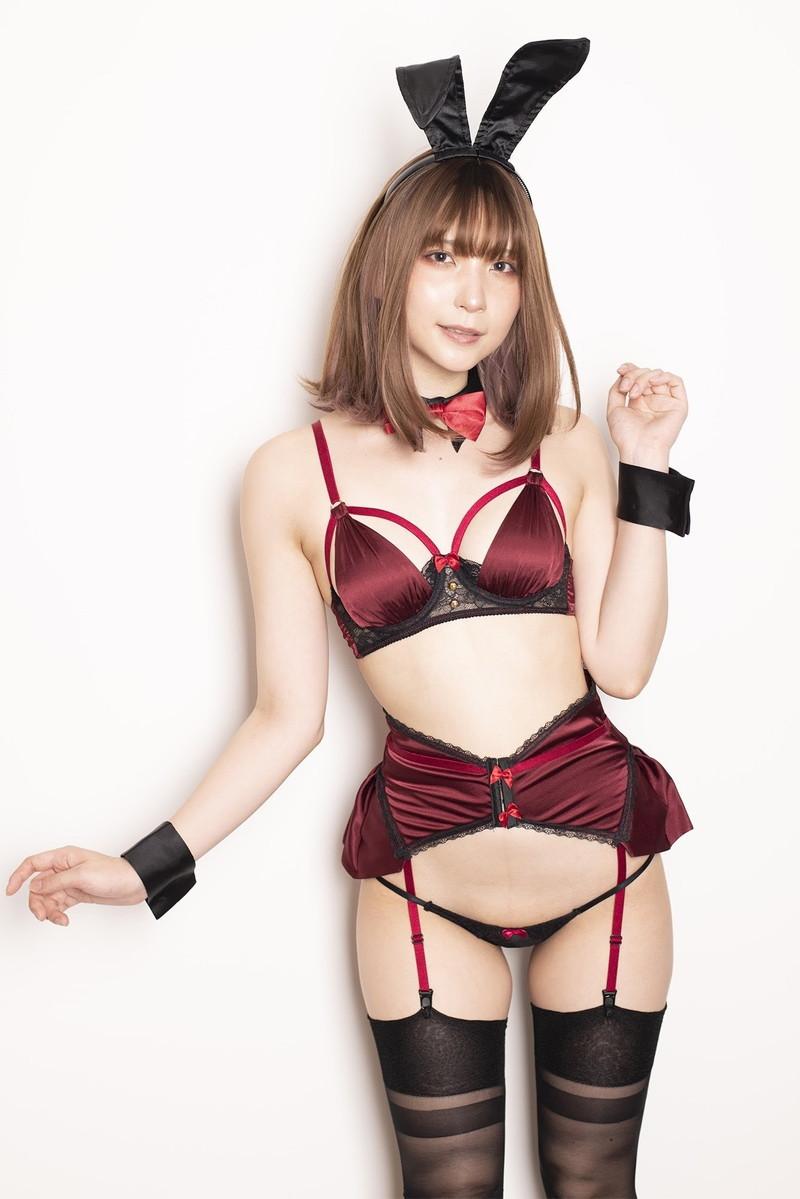 【あまつまりなグラビア画像】改名しても変わらずセクシーな姿を魅せてくれる2.5次元美女 56