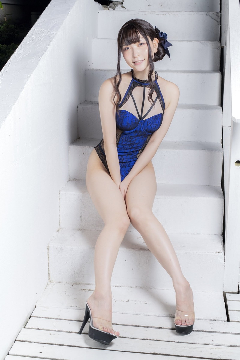 【あまつまりなグラビア画像】改名しても変わらずセクシーな姿を魅せてくれる2.5次元美女 58