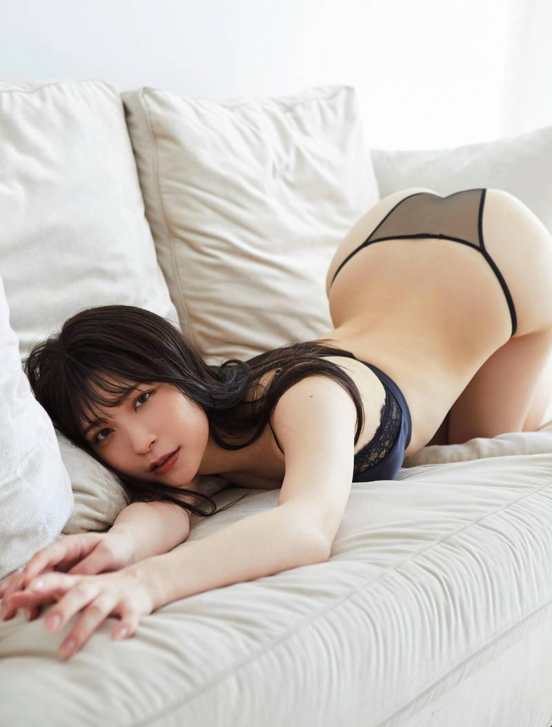 【あまつまりなグラビア画像】改名しても変わらずセクシーな姿を魅せてくれる2.5次元美女 64