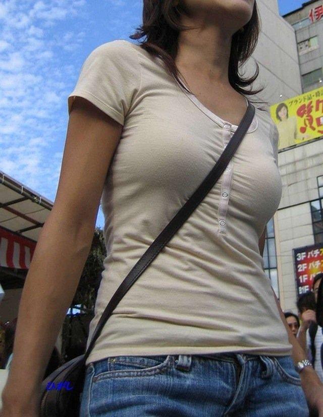 【素人エロ画像】意図せず男性の股間をふっくらさせてしまうパイスラ女子 14